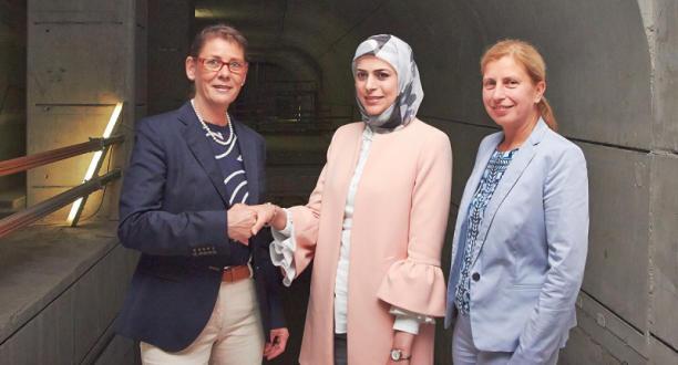 Photo of مهندسة سورية تتسلم إدارة عملية بناء في ألمانيا بعد أن أعجب المسؤولون بعملها و خبرتها .