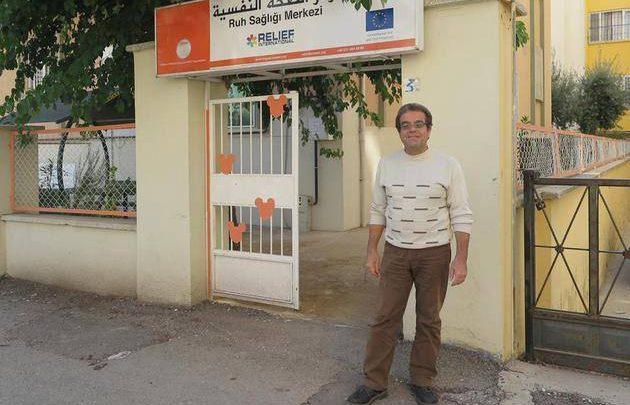 Photo of صحيفة ألمانية : طبيب سوري معروف يتخلى عن لجوئه في ألمانيا و يعود ليساهم بمساعدة أبناء بلده في تركيا