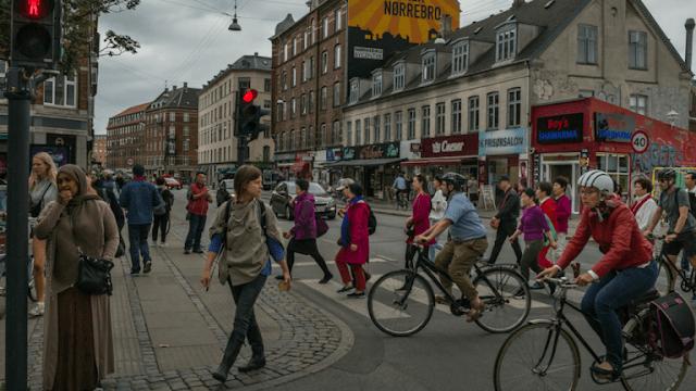 صورة الدنمارك: فصل الأطفال عن آبائهم اللاجئين لـ 25 ساعة أسبوعياً