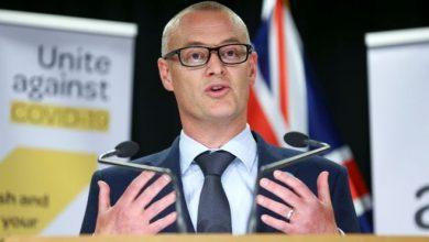 """صورة فيروس كورونا: وزير الصحة النيوزيلندي يصف نفسه بـ""""الأحمق"""" بعد مخالفة قواعد الإغلاق"""