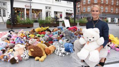 """صورة """"قابلت طفلاً عمره 6 أعوام يريد الموت"""".. دنماركية تجوب مدن بلادها وتدعو لاستقبال أطفال اللاجئين (صور)"""